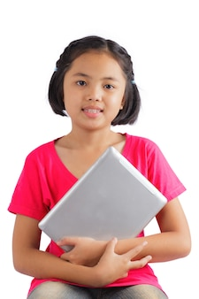 Chica con tableta digital