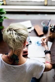 Chica tatuada acuarela arte