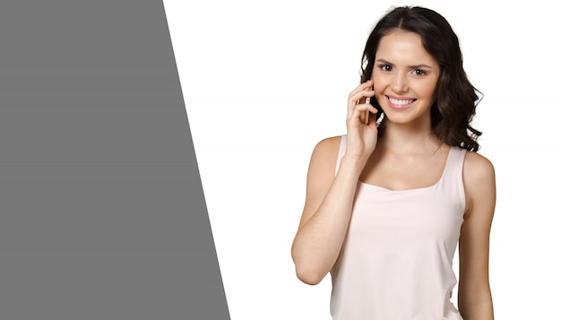 Chica con teléfono móvil