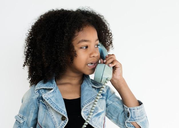 Chica usong comunicación telefónica hablando