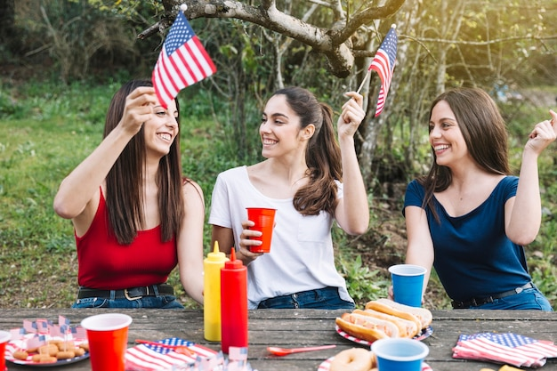 Chicas celebrando el 4 de julio