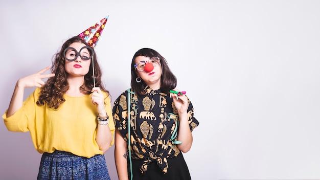 Chicas en fiesta de disfraces
