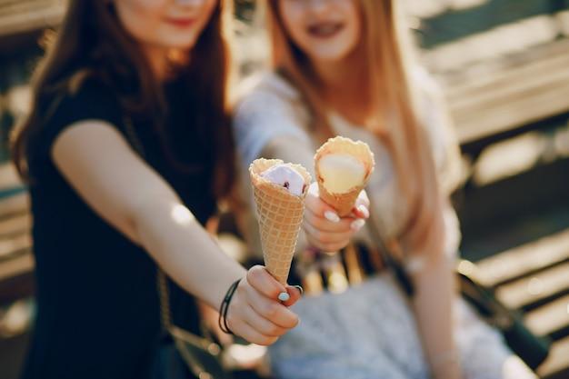 Chicas con helado