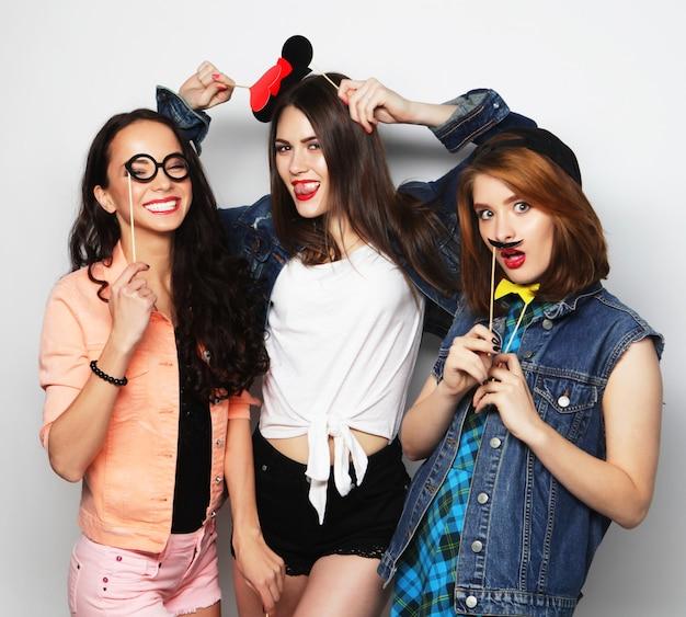 Chicas hipster mejores amigos listos para la fiesta