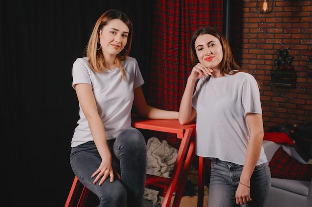 Chicas lindas en un estudio
