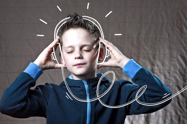 Chico escuchando música doodle de auriculares y disfruta.