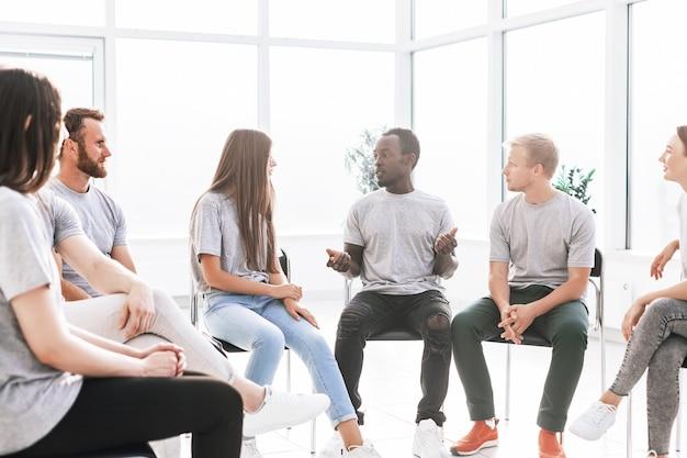 Con chicas gratis hablar La Alternativa