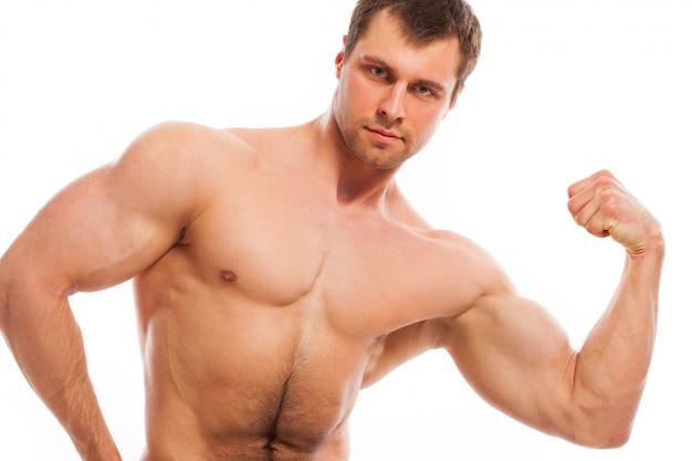 Chico musculoso guapo con torso desnudo