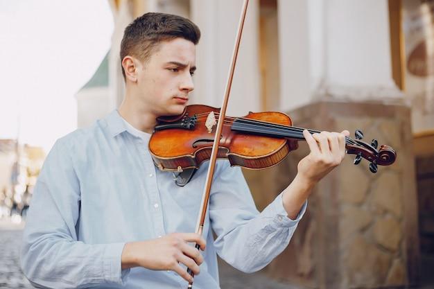 Chico con violín
