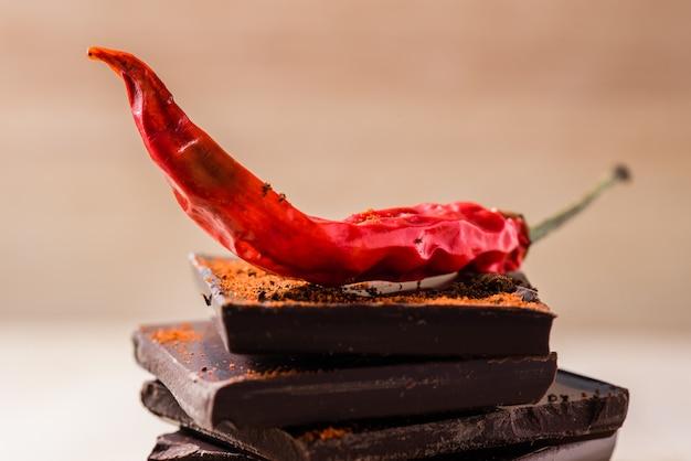 Chile en la pila de chocolate