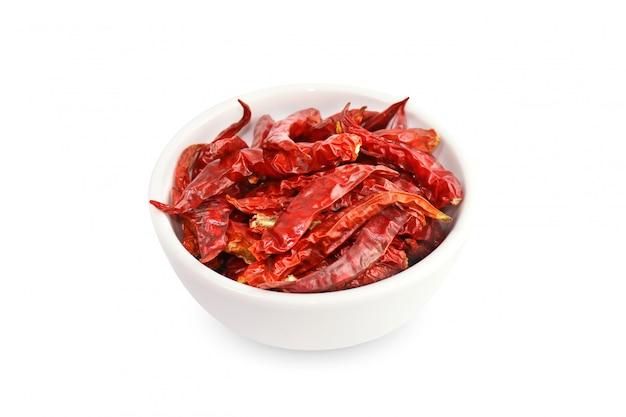 Chile, rojo picante sabor picante, pimientos rojos secos en una vista superior de la taza blanca