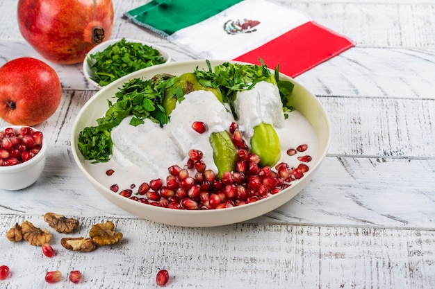 Chiles en nogada, comida mexicana