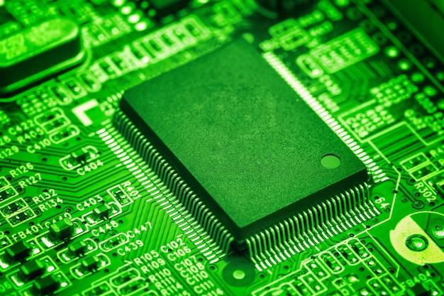 Chip de procesador central en placa de circuito, concepto de tecnología