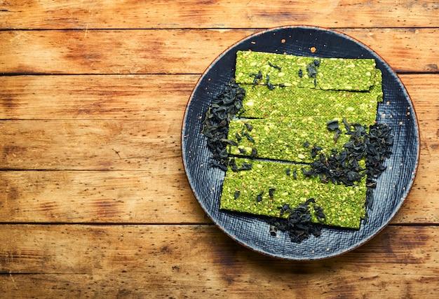 Chips de algas y espirulina, vegetariano
