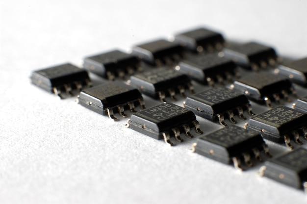 Chips electrónicos smd en caja soic