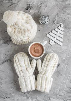 Chocolate caliente con malvavisco decoración de caja de regalo de navidad decoración natural fiesta de año nuevo brunch de árbol de piel de cono de pino vintage brunch