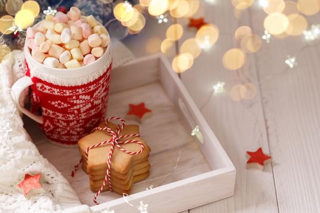 Chocolate caliente de navidad con malvaviscos
