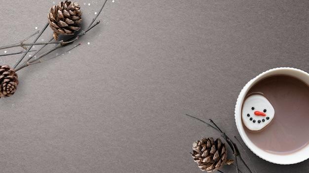 Chocolate caliente navideño con espacio de diseño