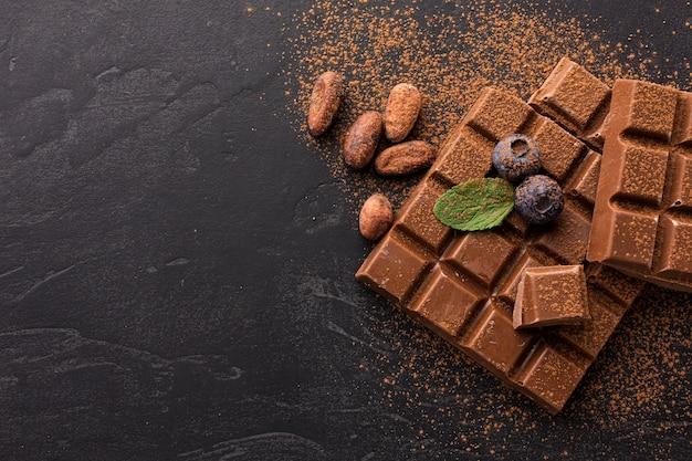 Chocolate cubierto de cacao en polvo