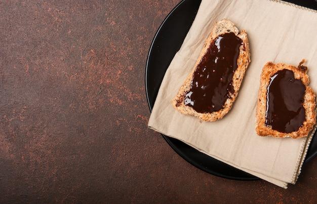 Chocolate en el espacio de copia de pan
