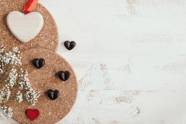 Chocolates corazón con flores