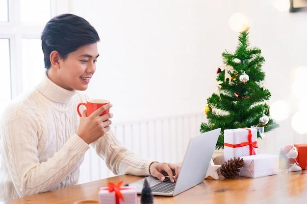 Chsistmas y compras de año nuevo en línea.