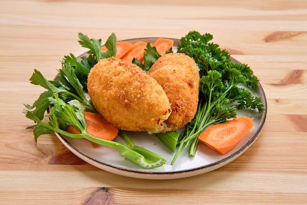 Chuleta de kiev - filete de pollo picado tradicional