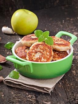 Chuletas de pollo con manzana y menta