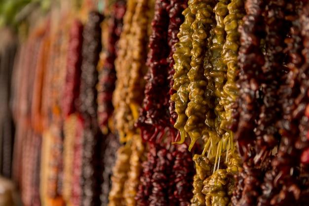 Churchkhela dulce oriental nacional en el mercado