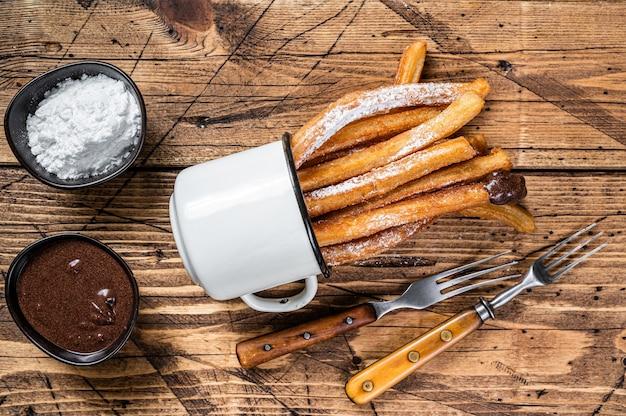 Churros con salsa de azúcar y chocolate
