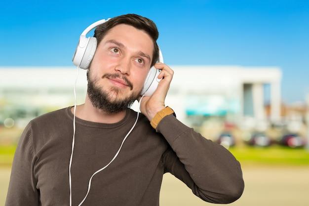 Cicatrizarse, de, hombre, llevando, auriculares