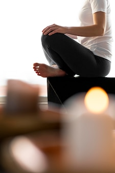 Cicatrizarse, mujer, meditar