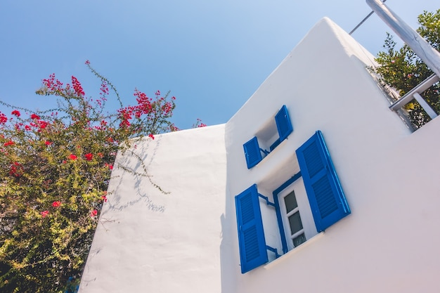 Cícladas de grecia ventana callejón de verano