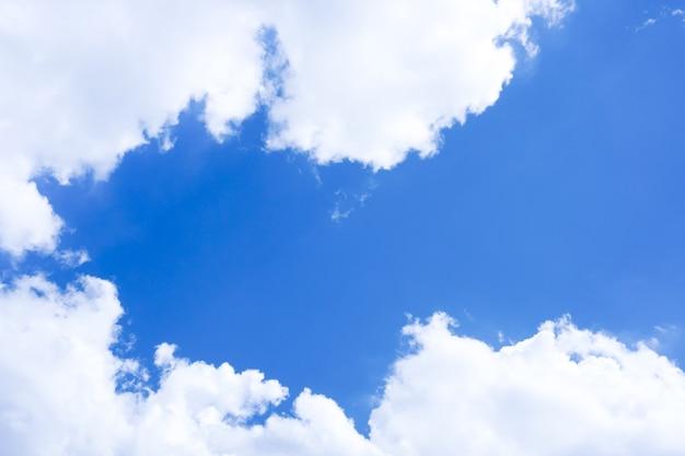 Cielo azul con nublado con luz natural, composición del cielo natural, elemento de diseño