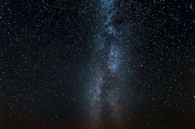 Cielo estrellado, vía láctea, noche