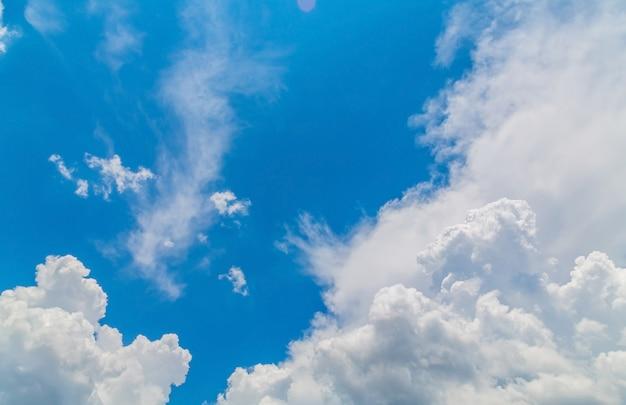 Cielo con nubes blancas