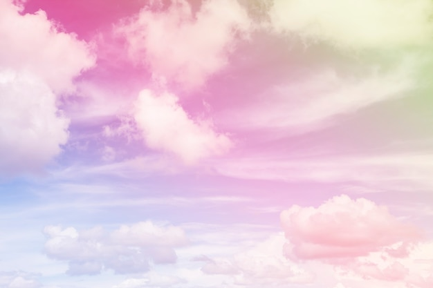 Cielo y nubes coloridos.
