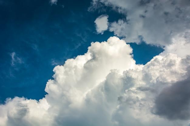 Cielo-nubes de fondo.