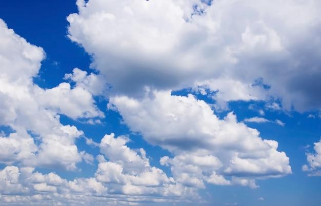 Cielo nublado azul natural