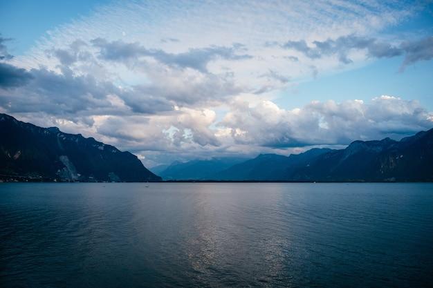Cielo sobre el lago leman