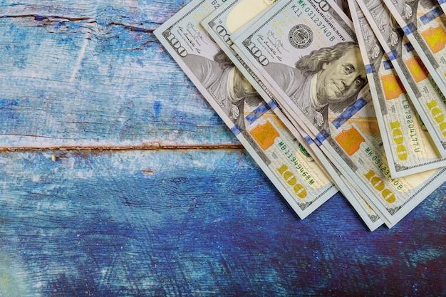 Cien billetes de un dólar, efectivo americano. concepto de negocio.