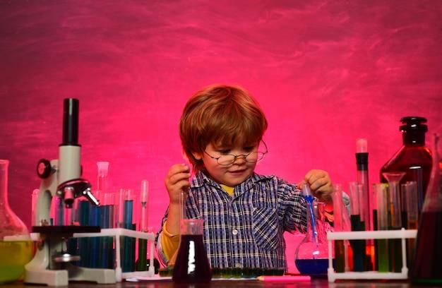 Ciencia química. de vuelta a la escuela. regreso a la escuela y educación en casa. 1 de septiembre. mi química