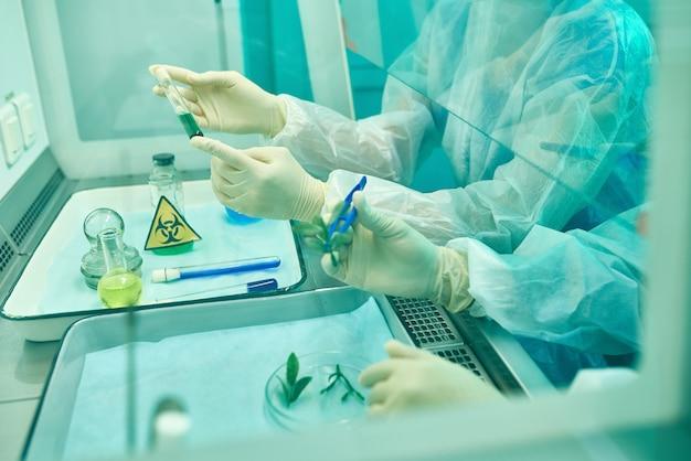 Científicos haciendo drogas