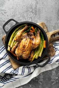 Cierre de comida alta en proteínas de pollo al horno