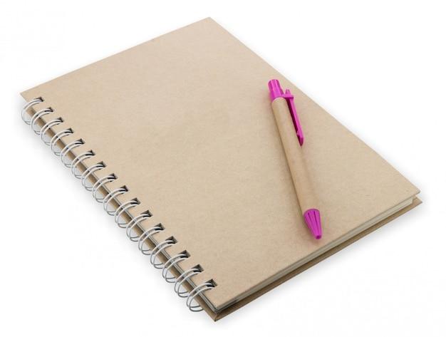 Cierre de libro de texto abierto con páginas en blanco