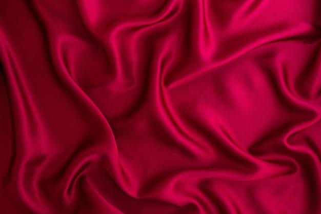 Cierre la onda de seda roja o fondo de tela de satén