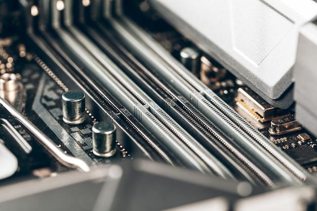 Cierre de placa de circuito electrónico con procesador