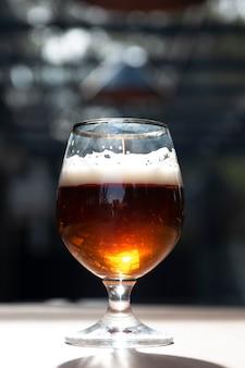 Ciérrese encima de la cerveza artizanal