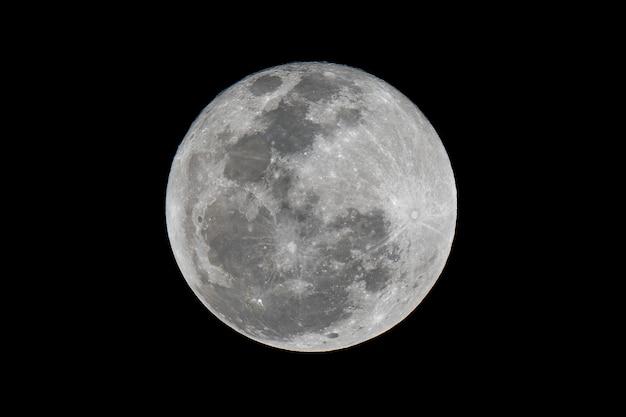 Ciérrese encima de la luna hermosa llena