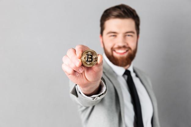 Ciérrese encima del retrato de un hombre de negocios sonriente